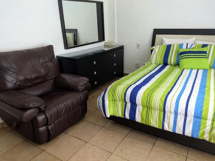 Se ofrece hospedaje cómodo en casa