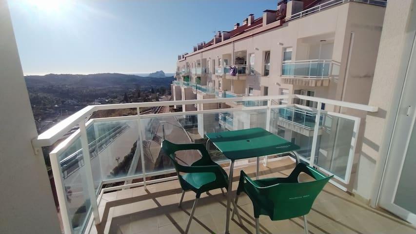 Habitación en apartamento con vistas al mar.