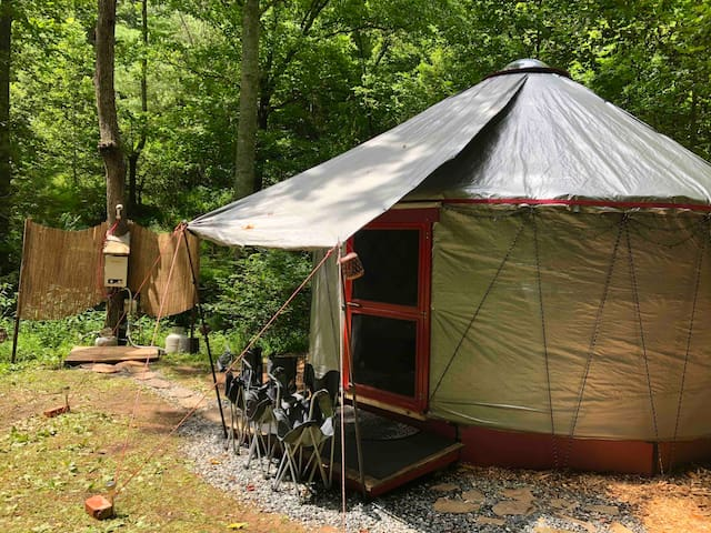 Yurt! Serene, Solar-powered, 20mins from Asheville