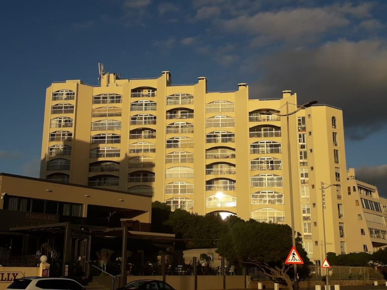 Well maintained  building  on Beach Road, just across from  the beach.  Grass  and excellent braai facilities.