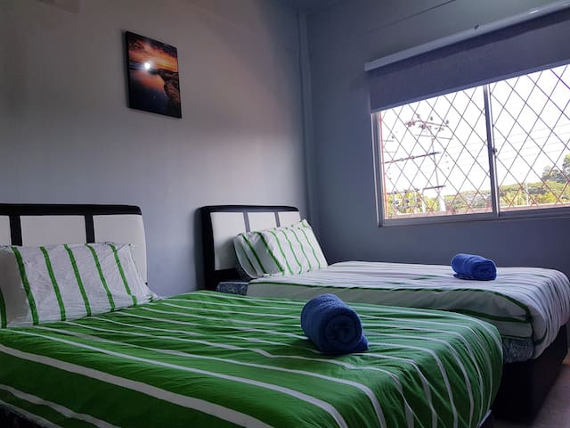 comfy huge bedrooms for twin sharing