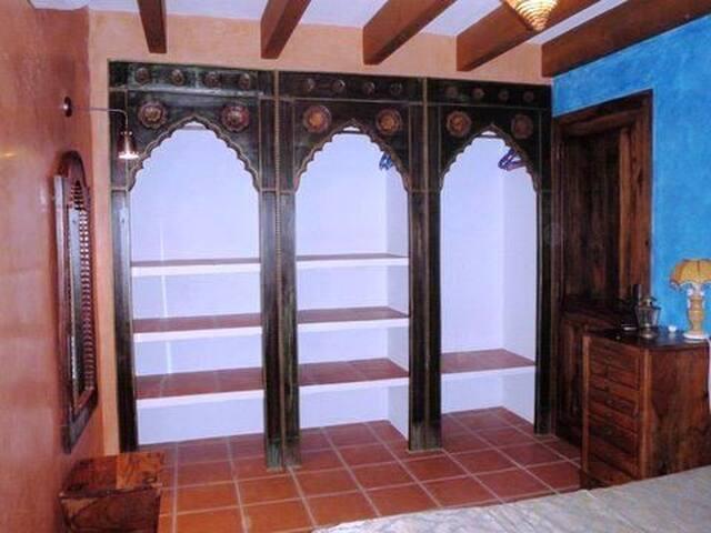 Armario tallado dormitorio doble segundo piso