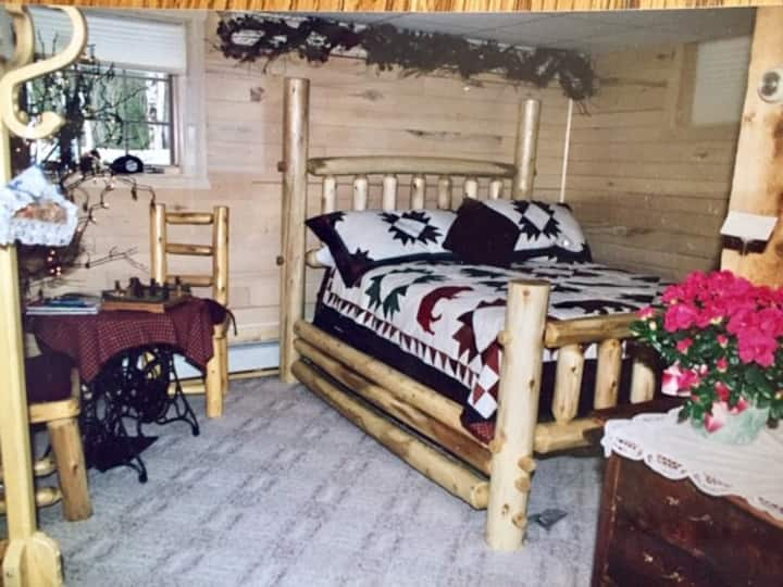 Hundred Acre Woods Bed & Breakfast, log Cabin Room