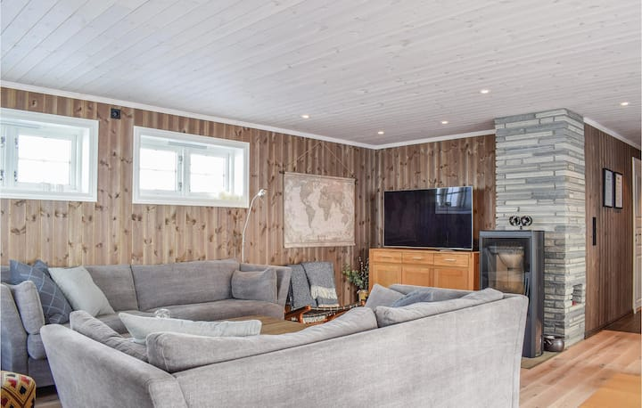 Stunning home in Sjusjøen with Sauna and 4 Bedrooms