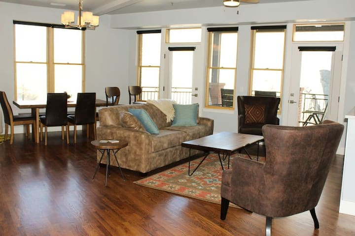 The Playhole Condo ~ On the River Downtown Home Base, Perfect for Large Groups!!