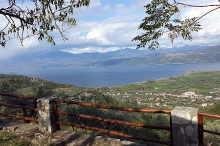 Stone cottage with amazing view of Lake Trihonida