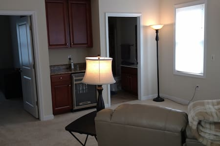 Suite with rooftop patio and living room. - Glen Allen - Townhouse