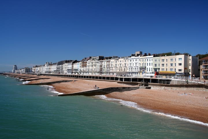 Stylish Luxury Seafront Apartment - Sleeps 6