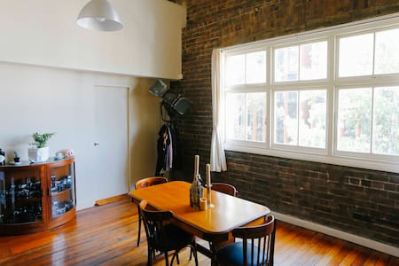 Central Warehouse Loft Apartment - Chippendale