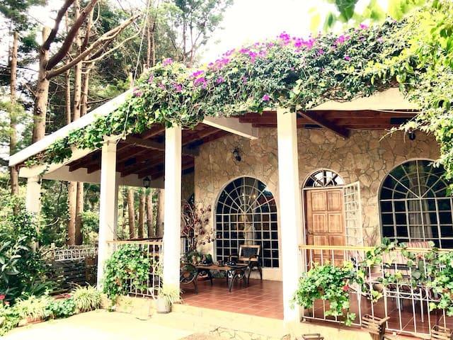 Casa Santa Lucia cerquita de AntiguaGuatemala