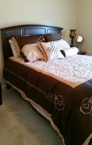 Queen bed,priv bath - Dallas