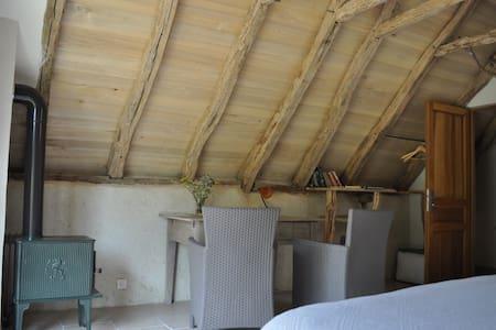 """chambre côté nature """"la saugette"""" - House"""