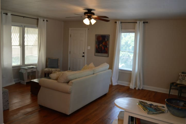 Angelo Heights Carriage House - San Angelo - Apartment