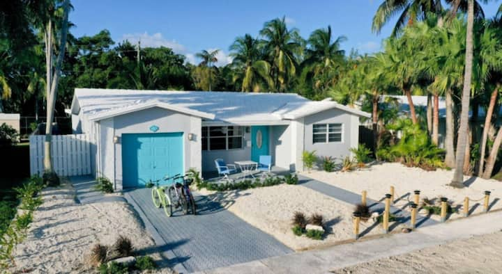 Charming Waterfront House w/ Dock, 4 bedrooms