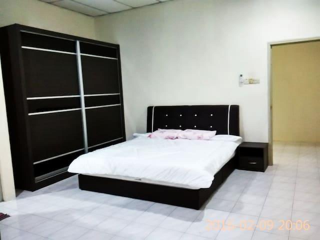 黄爸民宿 - Bukit Mertajam - บ้าน