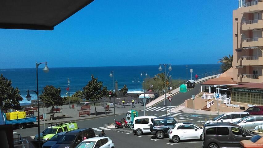 Private room Tenerife Bajamar front of beach.
