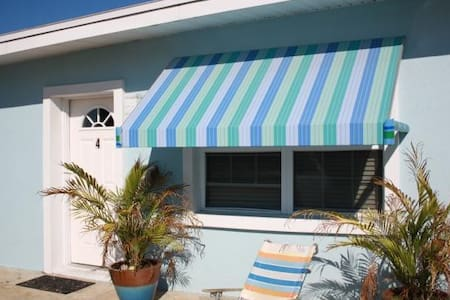 Two Palms- Adorable 1 Bedroom cottage just steps from the ocean - Saint Augustine Beach