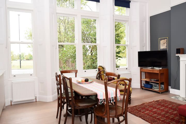 Lovely 2BR Home in South London w/Parking 4 guests