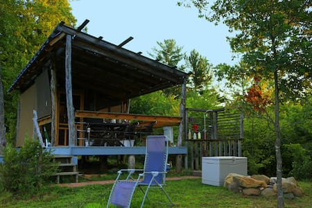 Lingael Farm − Zydeco Moon Glamping