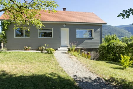 Comfortable chalet 125m2 South Jura / Amazing view - Châtillon-en-Michaille - Rumah