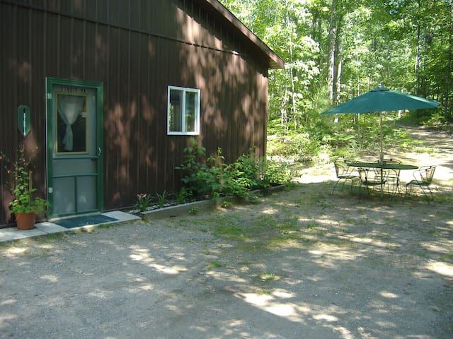 Ellis Lake Resort - Willow Suite- Interlochen