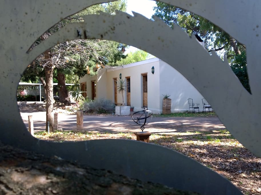 ArtKaroo Stay, the perfect retreat for the artistic individual. Located in one of the first historical buildings of this are of Oudtshoorn..
