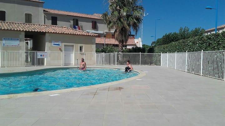 Villa wiffi a 200 m de la mer   parking 4p piscine
