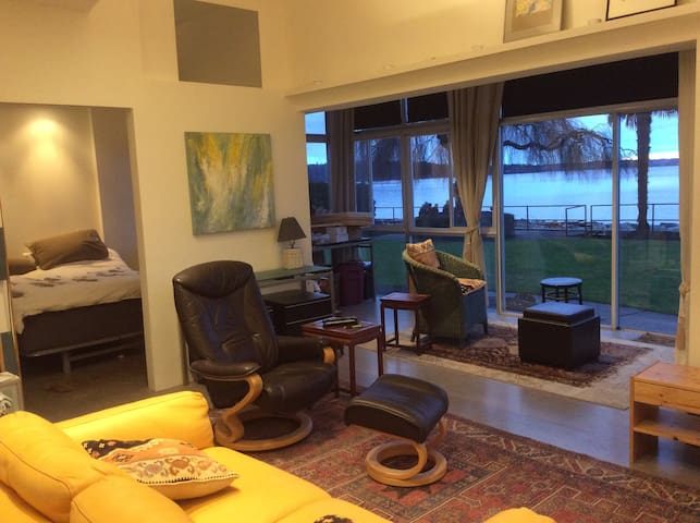 Waterfront pied-a-terre in Dundarave - West Vancouver - Lägenhet