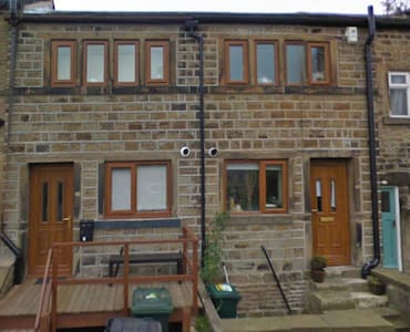 Cosy cottage in a picturesque village setting - Skelmanthorpe
