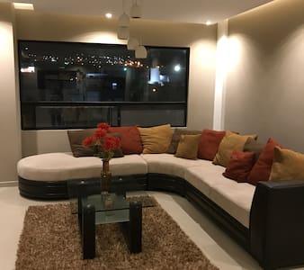 Amplia y cómoda habitación en hermoso Depto