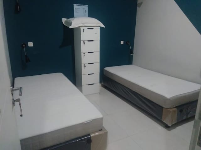 A8: Twin Bed, Dormitory – 2 Single bed