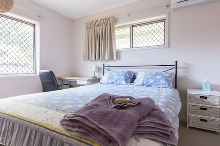 Quiet, bright and airy home - Manoora