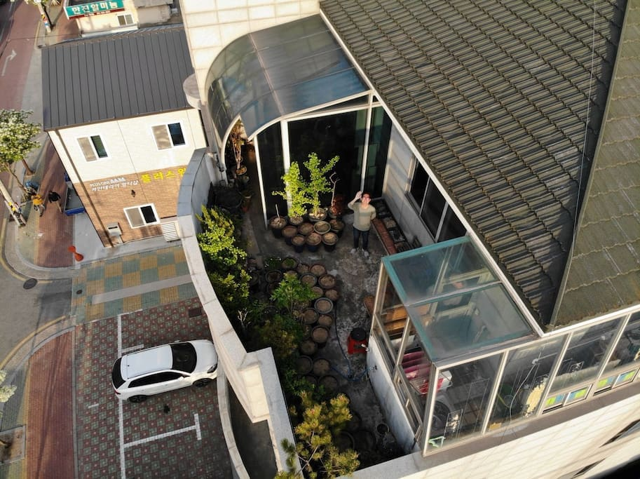 Welcome to Our AirBnB.  I'm in the middle of Photo from Rooftop Garden! ^^