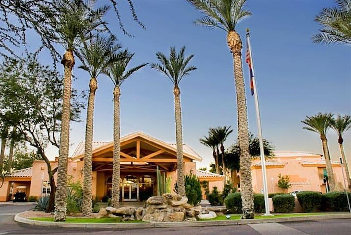 NCAA Basketball Condo Available 4-1 to 4-4 - Scottsdale - Apto. en complejo residencial