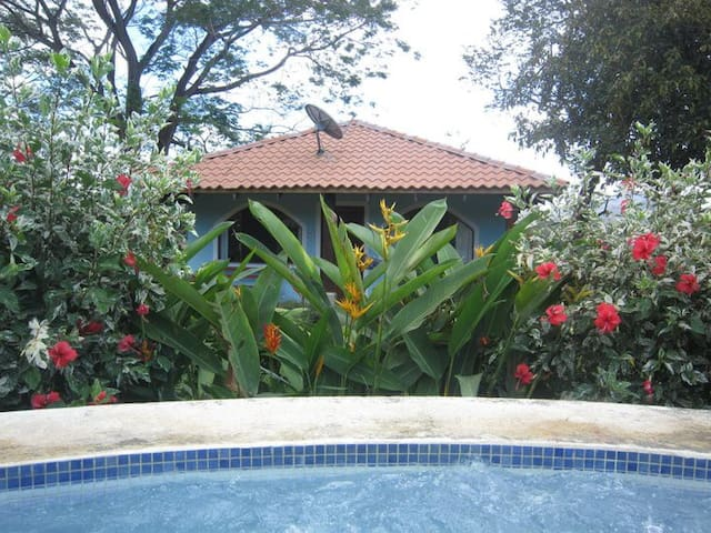Pura Vida House with 2 Bedrooms and Communal Pool - Potrero - House