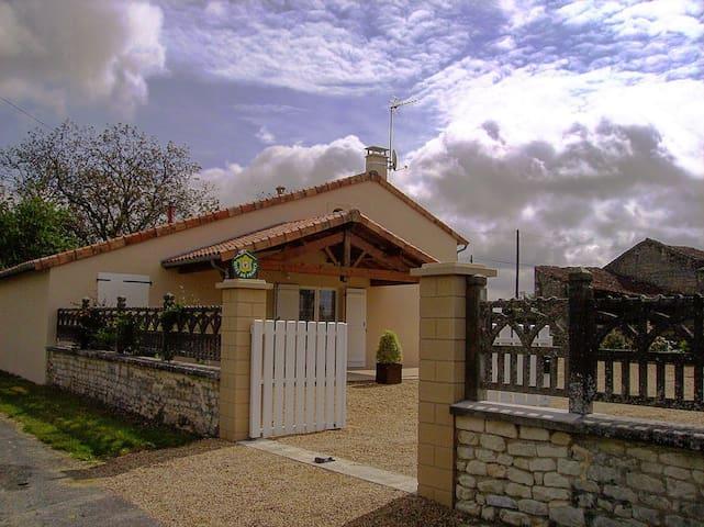 Gîte Situé entre Futuroscope Beauval et Puy-du-Fou