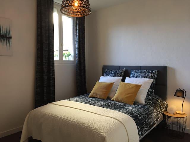 appartement 1 chambre centre la roche sur yon apartments for rent in la roche sur yon pays de. Black Bedroom Furniture Sets. Home Design Ideas