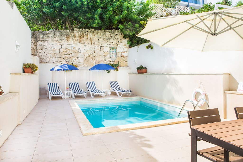 Flat with pool garden st julians apartments for rent for Garden pool st julians