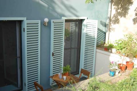 Beautiful studio with private patio in city centre
