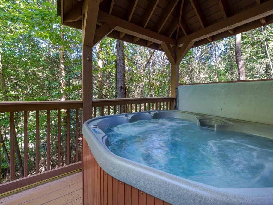 What luxury! - Talk about a great escape: a long, lazy soak in the outdoor hot tub with a view of old-growth trees and brilliant