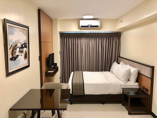 Renovated Condo front of Mall of Asia w/ wifi (03)