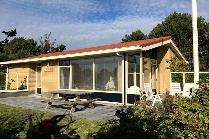 Comfortable bungalow near the Ameland dunes