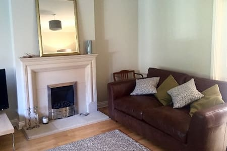 Double room close to City Centre and St Fagans. - Cardiff - Casa