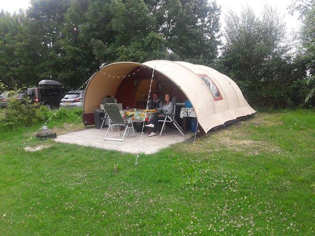 Kom luxe kamperen in en echte de Waard-tent