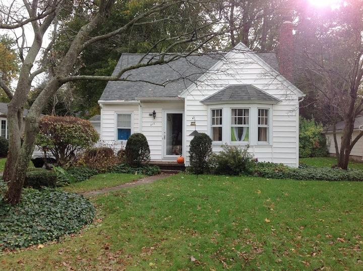 Entire Charming Cape Cod Home, Rochester