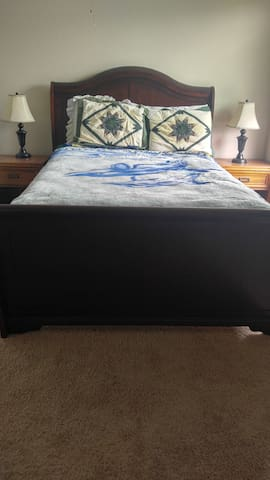 Bedroom available for short term rent