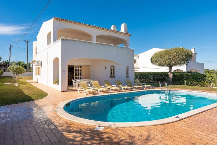 Perfect for all the Family, Near the beach, Private Pool