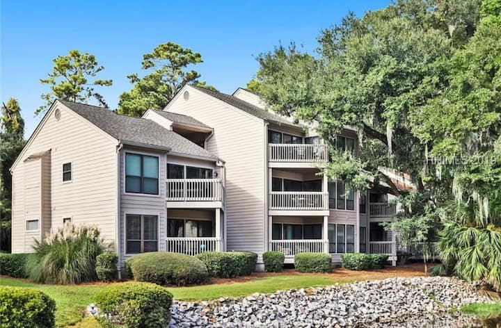Great location, pet friendly, walk to Harbor Town.