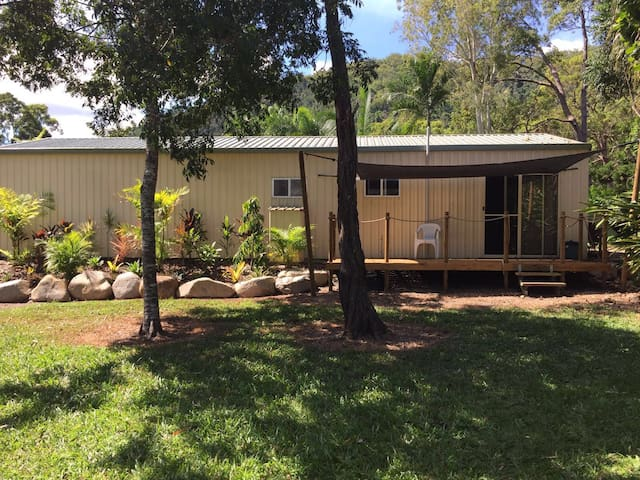 Peaceful country retreat close to Airlie Beach - Palm Grove - Chalet