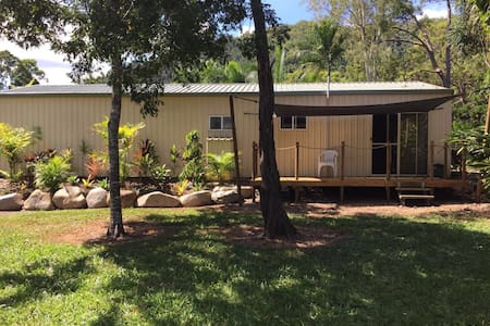 Peaceful country retreat close to Airlie Beach - Palm Grove - Lomamökki